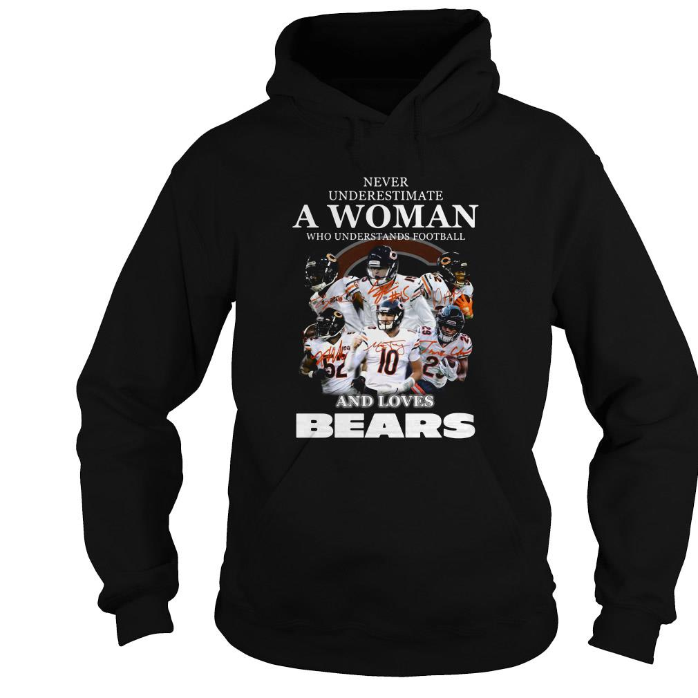 Never underestimate a woman who understands football and loves Bears shirt